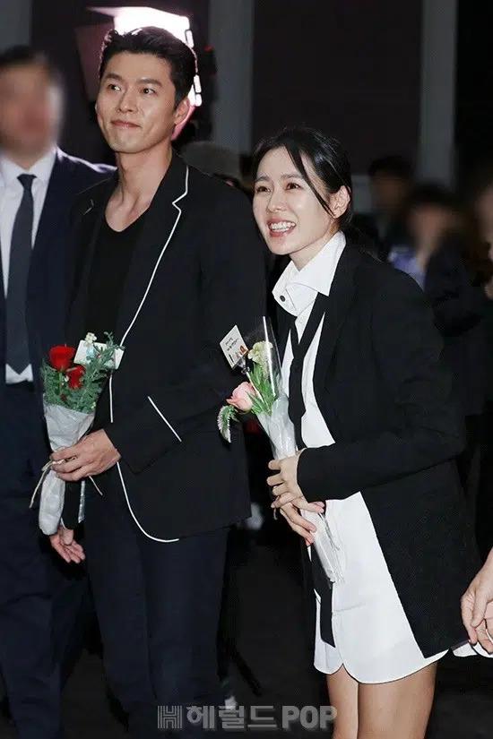 Fan tung bằng chứng Hyun Bin - Son Ye Jin đã yêu nhau từ 2 năm trước, phát hiện bị chụp lén vẫn tay trong tay trơ mắt nhìn - Ảnh 6.