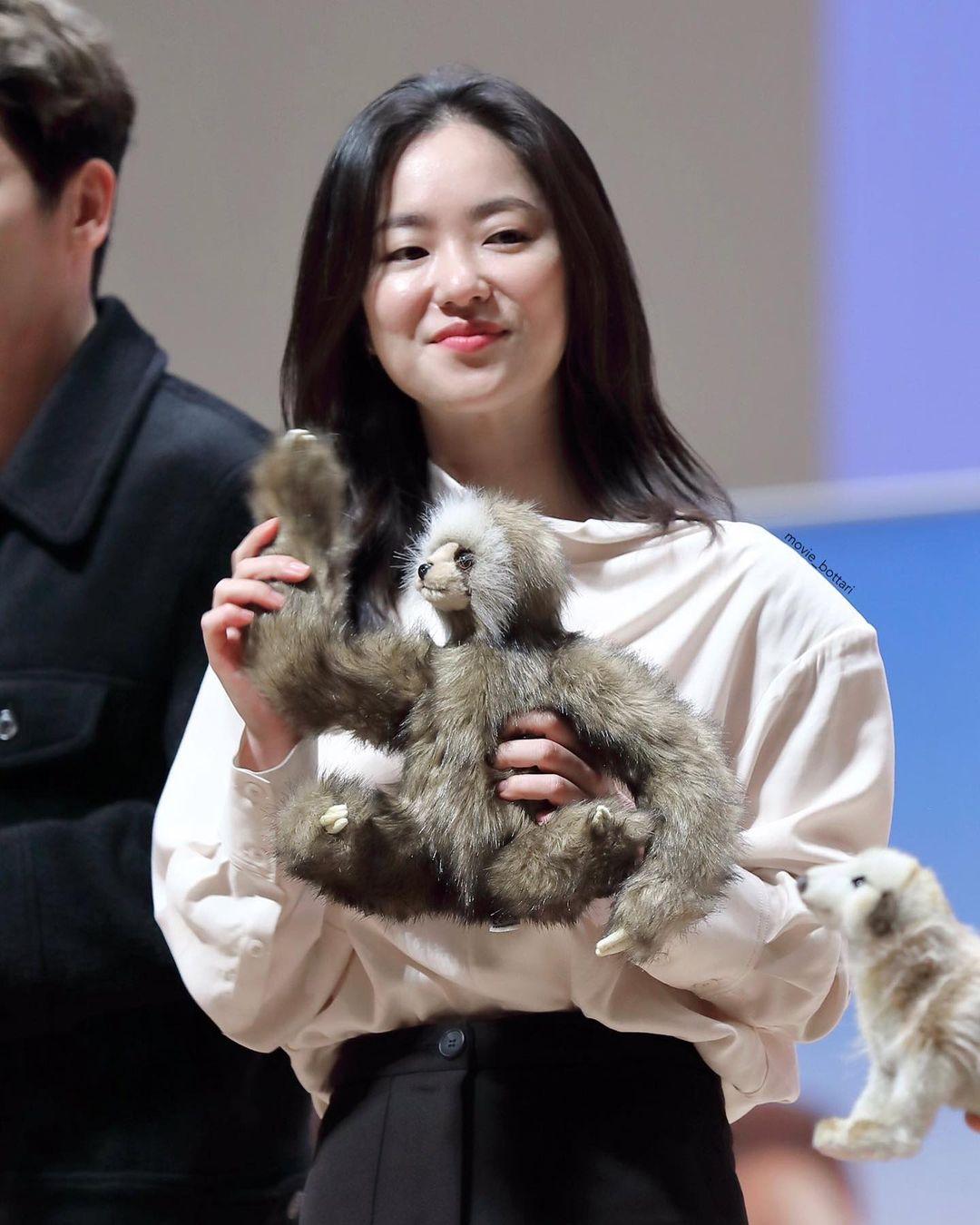 """Kém sắc nhất dàn """"mỹ nhân"""" của Song Joong Ki, nữ chính Vincenzo khiến dân tình choáng khi khoe mặt mộc không trang điểm  - Ảnh 6."""