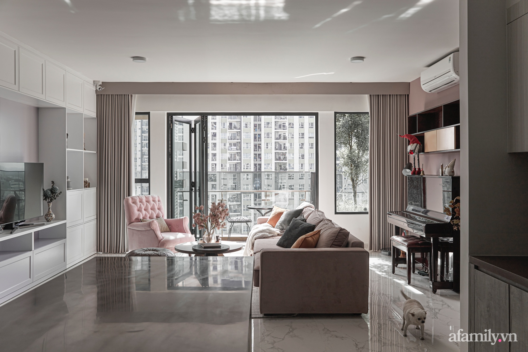 Căn hộ 170m² đẹp như bản tình ca lãng mạn nhờ sử dụng những gam màu nhẹ nhàng, nội thất cao cấp ở Sài Gòn - Ảnh 2.