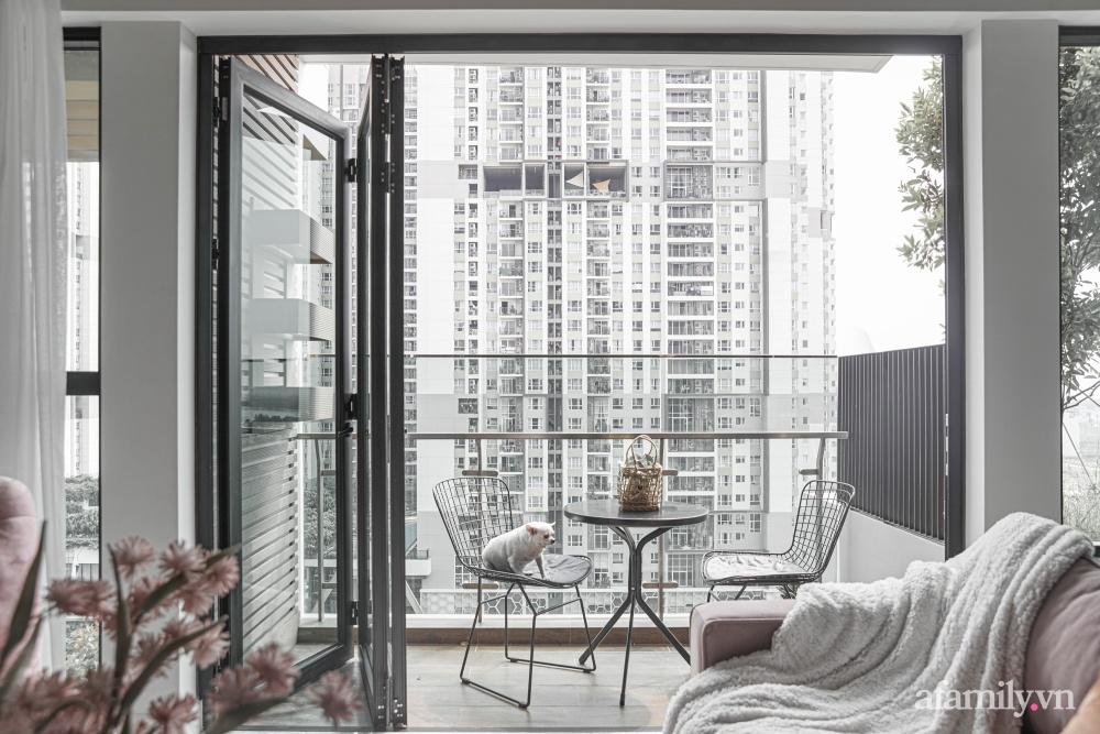 Căn hộ 170m² đẹp như bản tình ca lãng mạn nhờ sử dụng những gam màu nhẹ nhàng, nội thất cao cấp ở Sài Gòn - Ảnh 3.