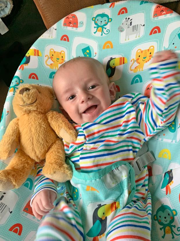 Bà mẹ bất ngờ sinh con sau 1 con đau lưng dù bụng phẳng lì và hai lần thử thai đều âm tính - Ảnh 4.