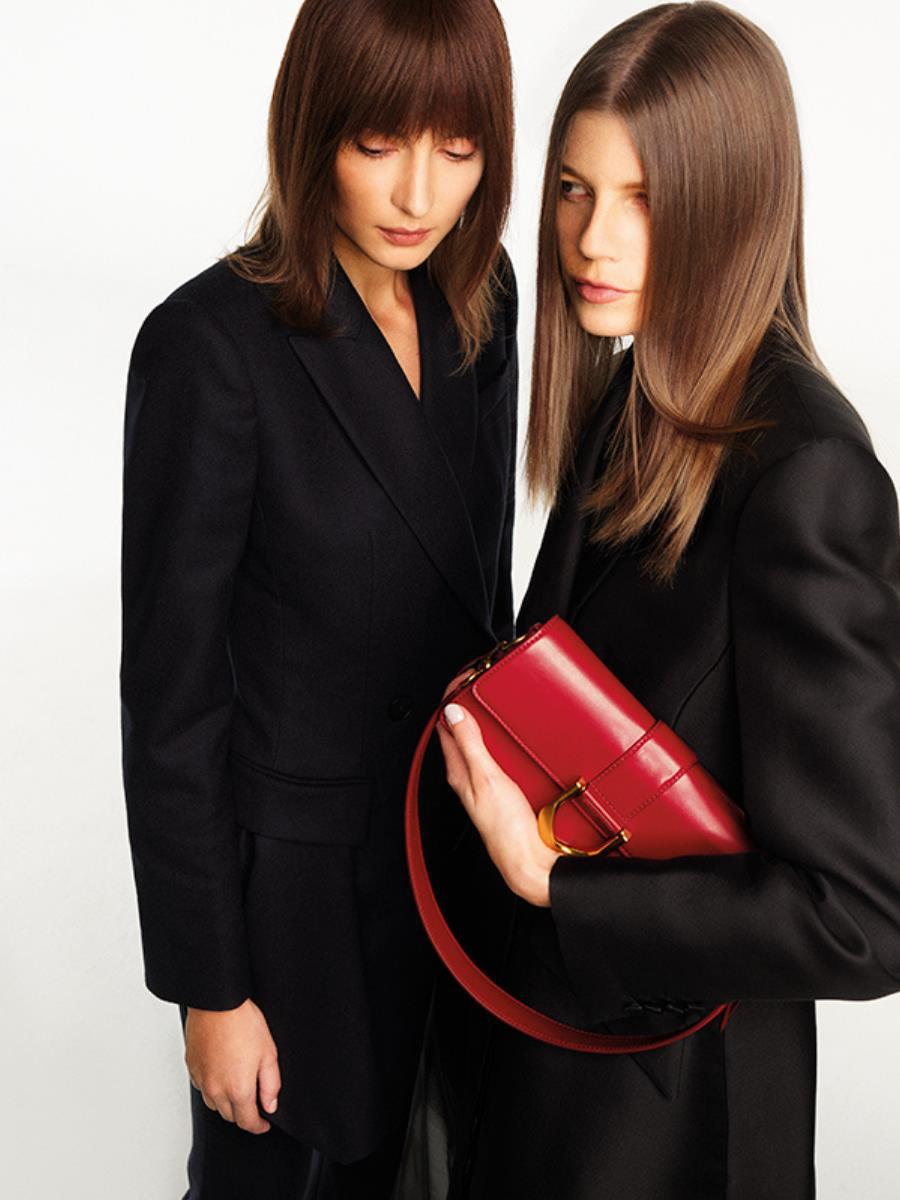 Hé lộ dòng thời trang tối giản sang trọng trong BST CHARLES & KEITH Xuân Hè 2021 - Ảnh 4.