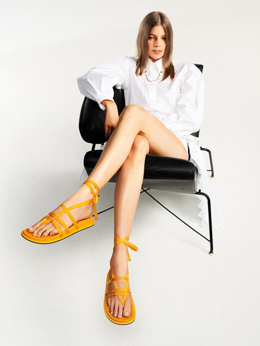 Hé lộ dòng thời trang tối giản sang trọng trong BST CHARLES & KEITH Xuân Hè 2021 - Ảnh 5.
