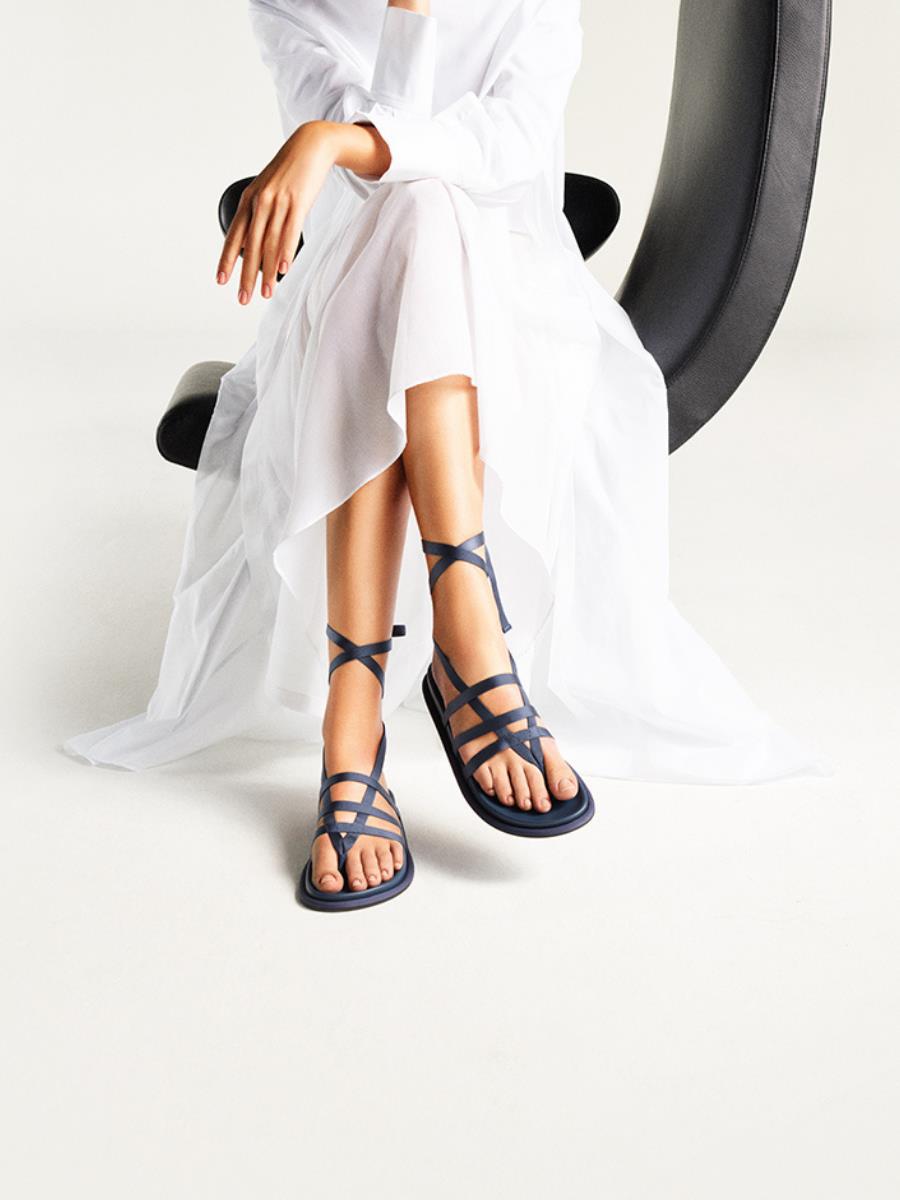 Hé lộ dòng thời trang tối giản sang trọng trong BST CHARLES & KEITH Xuân Hè 2021 - Ảnh 7.