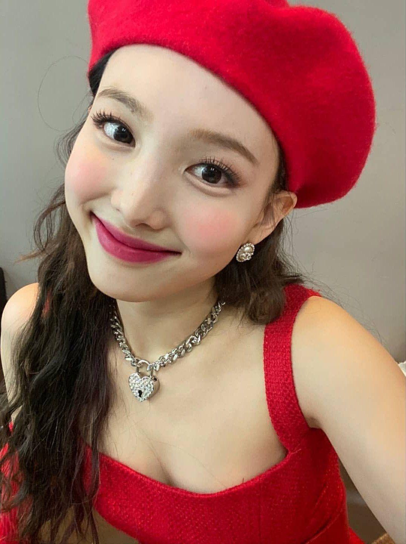 """Style makeup """"vạn người chê"""" của Twice biến idol từ xinh như mộng thành trò hề vì phấn son - Ảnh 9."""