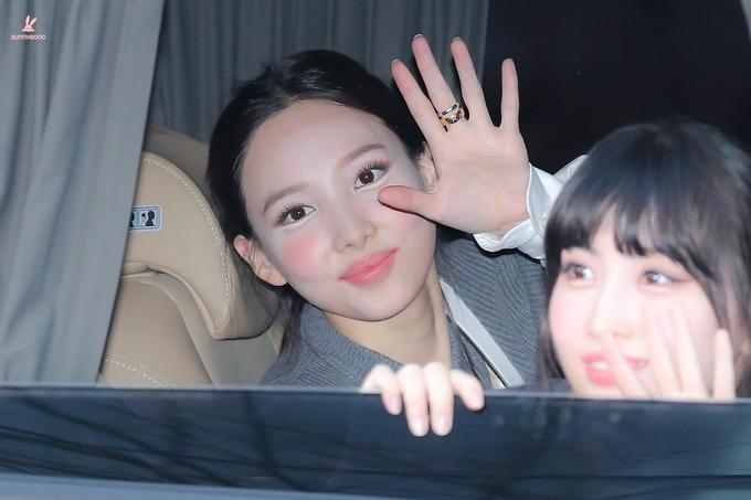 """Style makeup """"vạn người chê"""" của Twice biến idol từ xinh như mộng thành trò hề vì phấn son - Ảnh 2."""