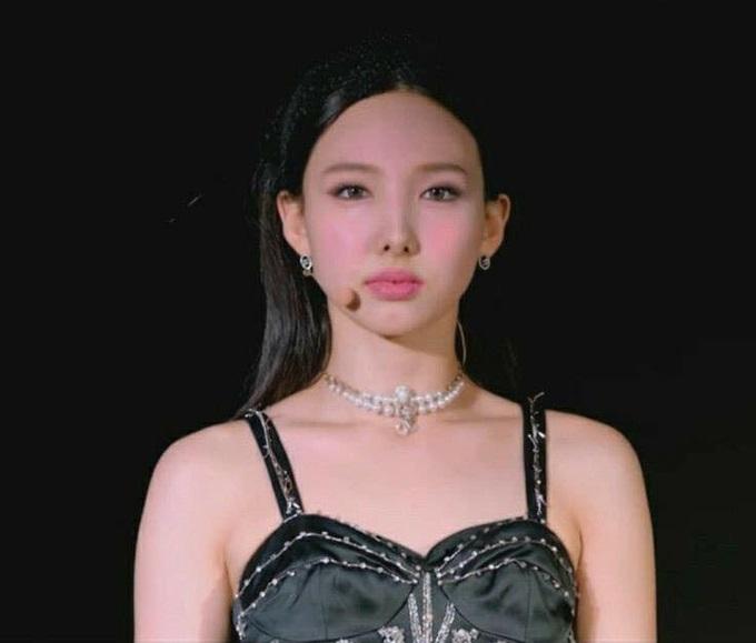 """Style makeup """"vạn người chê"""" của Twice biến idol từ xinh như mộng thành trò hề vì phấn son - Ảnh 5."""