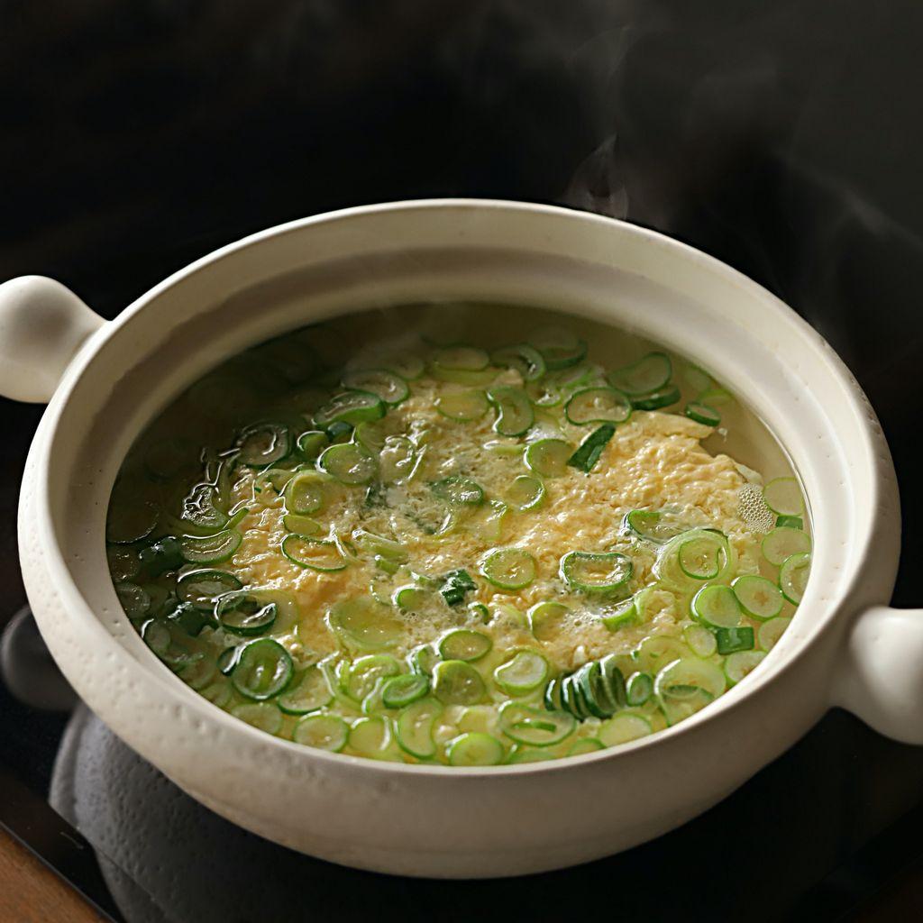 Súp trứng - món ăn sáng vừa ngon vừa nhẹ bụng mà chỉ nấu trong 10 phút là xong! - Ảnh 5.