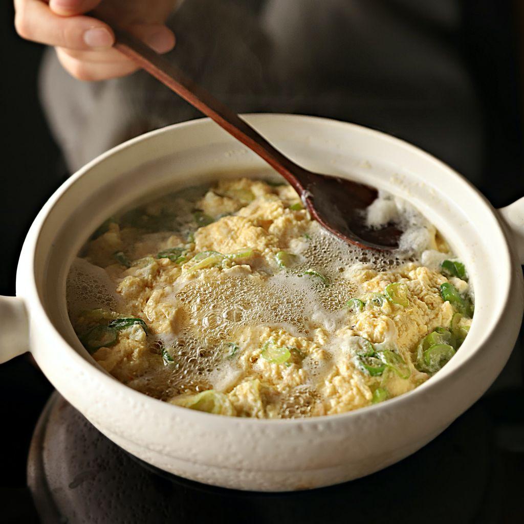 Súp trứng - món ăn sáng vừa ngon vừa nhẹ bụng mà chỉ nấu trong 10 phút là xong! - Ảnh 7.