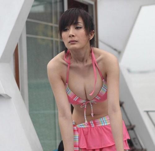 Nhẩm đếm số lần Dương Mịch khiến người ta ngộp thở khi mặc đồ khoe vòng 1 như chực... nhảy ra ngoài - Ảnh 11.