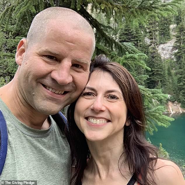 Vợ cũ tỷ phú Amazon bất ngờ tuyên bố tái hôn, danh tính