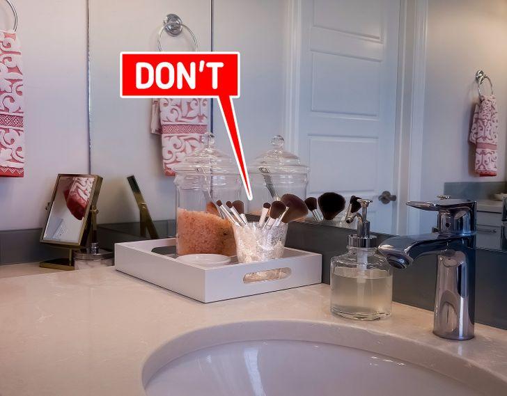 9 món đồ không nên cất trong phòng tắm bạn cần nhớ - Ảnh 2.