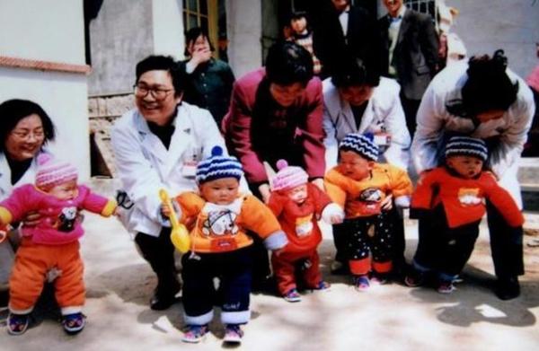 Đã qua 18 năm, ca sinh 5 tự nhiên đầu tiên ở Trung Quốc giờ các bé ra sao? - Ảnh 7.