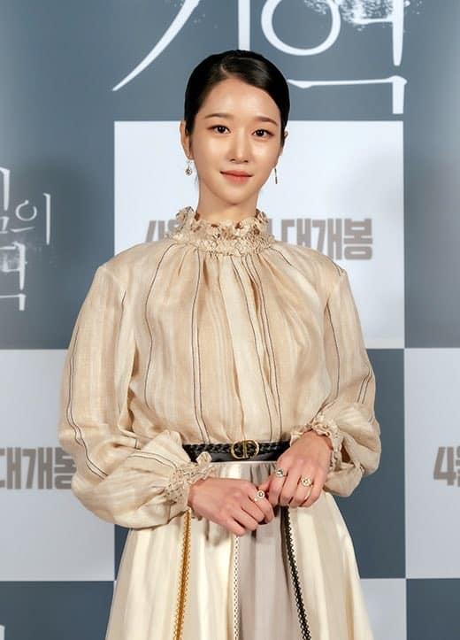"""Seo Ye Ji tuy lên đồ hơi """"dừ"""" nhưng vẫn đẹp hơn mẫu hãng, quay lại style thanh lịch sau thời gian """"phá cách"""" - Ảnh 1."""