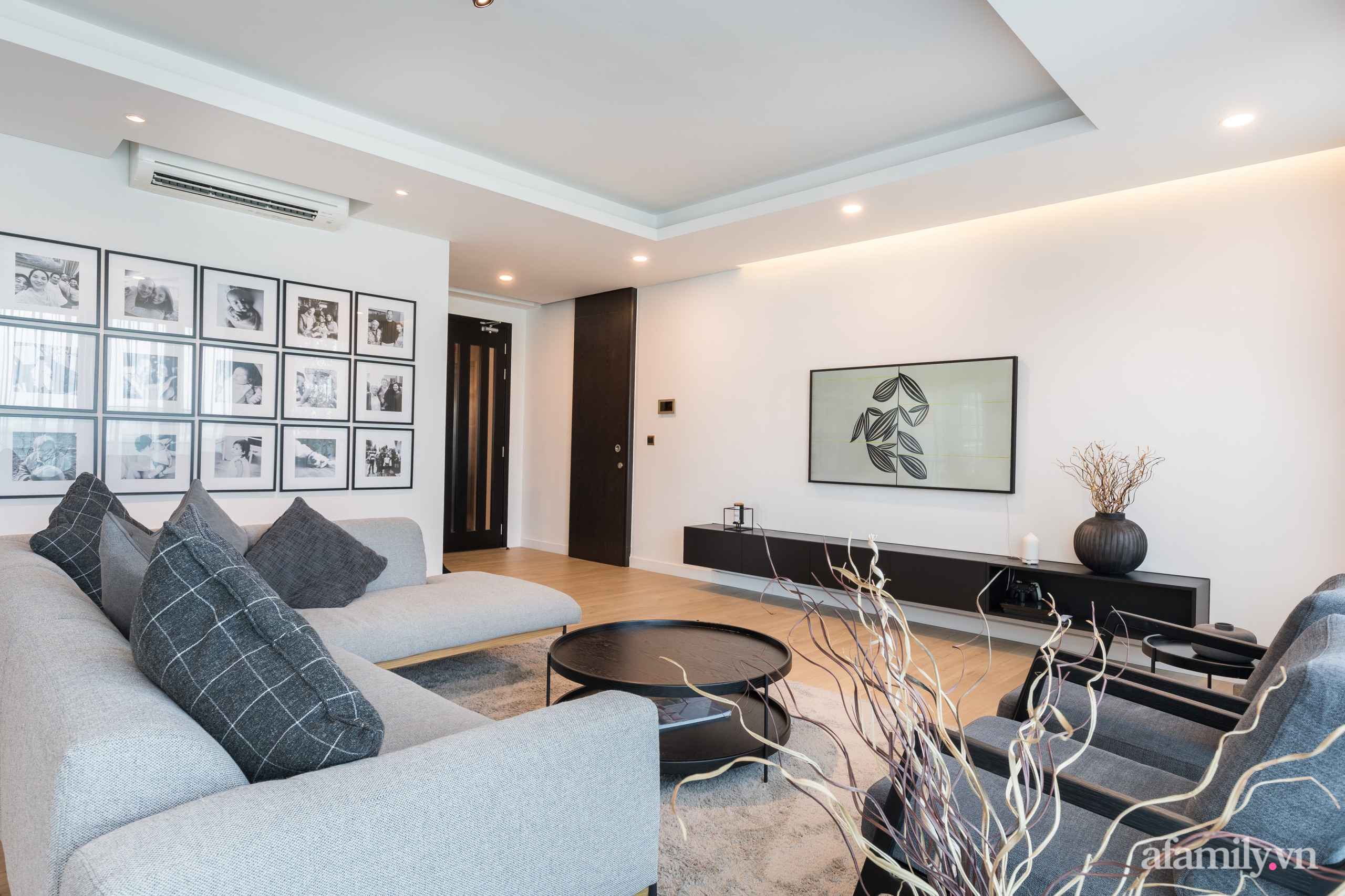 Căn hộ 216m² đẹp sang trọng và hiện đại thu trọn vẻ đẹp quận 2 Sài Gòn trong tầm mắt nhờ phong cách Minimalism - Ảnh 5.
