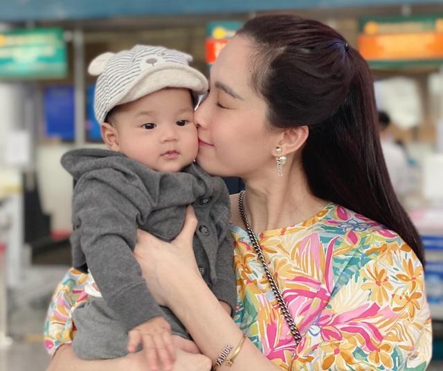 Chồng đại gia của Đặng Thu Thảo tiết lộ chân dung cậu con trai gần 1 tuổi - Ảnh 4.
