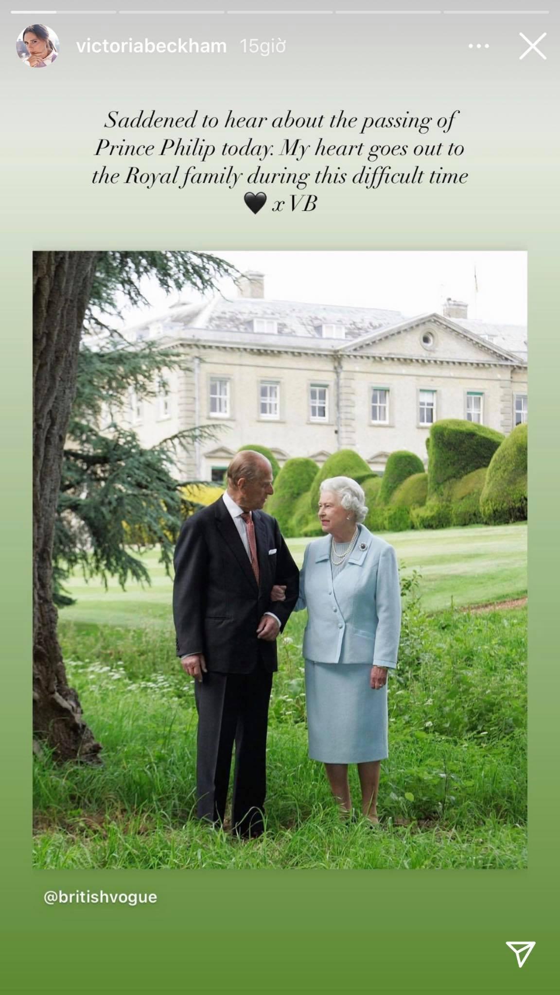 Dàn sao tưởng niệm sự ra đi của Hoàng thân Philip: Gia đình Beckham bị chỉ trích vì đăng ảnh cởi trần, 2 nam tài tử có hành động đặc biệt - Ảnh 3.