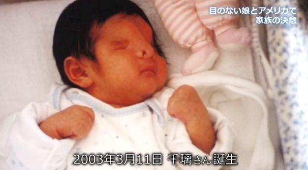 Nhìn mặt con gái mới sinh, người mẹ muốn tự sát nhưng bất thành, không ngờ lại tìm thấy điều kỳ diệu suốt 18 năm sau - Ảnh 1.