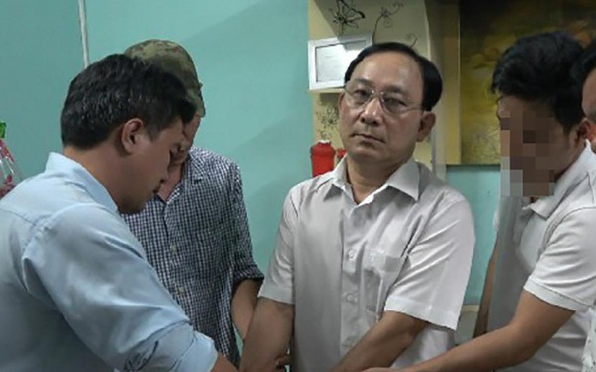 Vụ giám đốc bệnh viện thuê côn đồ giết người: Ghen tuông vì thấy người đàn ông khác đưa vợ mình đi cấp cứu sau cuộc nhậu?