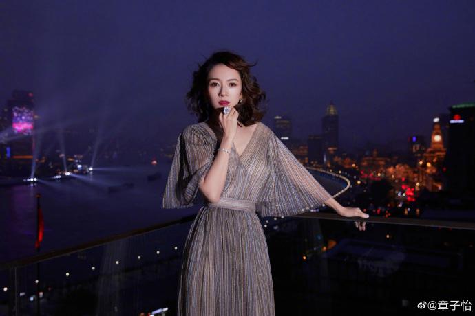 """Nàng """"Nguỵ Anh Lạc"""" lấn át cả Chương Tử Di hay """"con dâu sòng bài Macau"""" khi xuất hiện tại show Dior 2021 - Ảnh 3."""