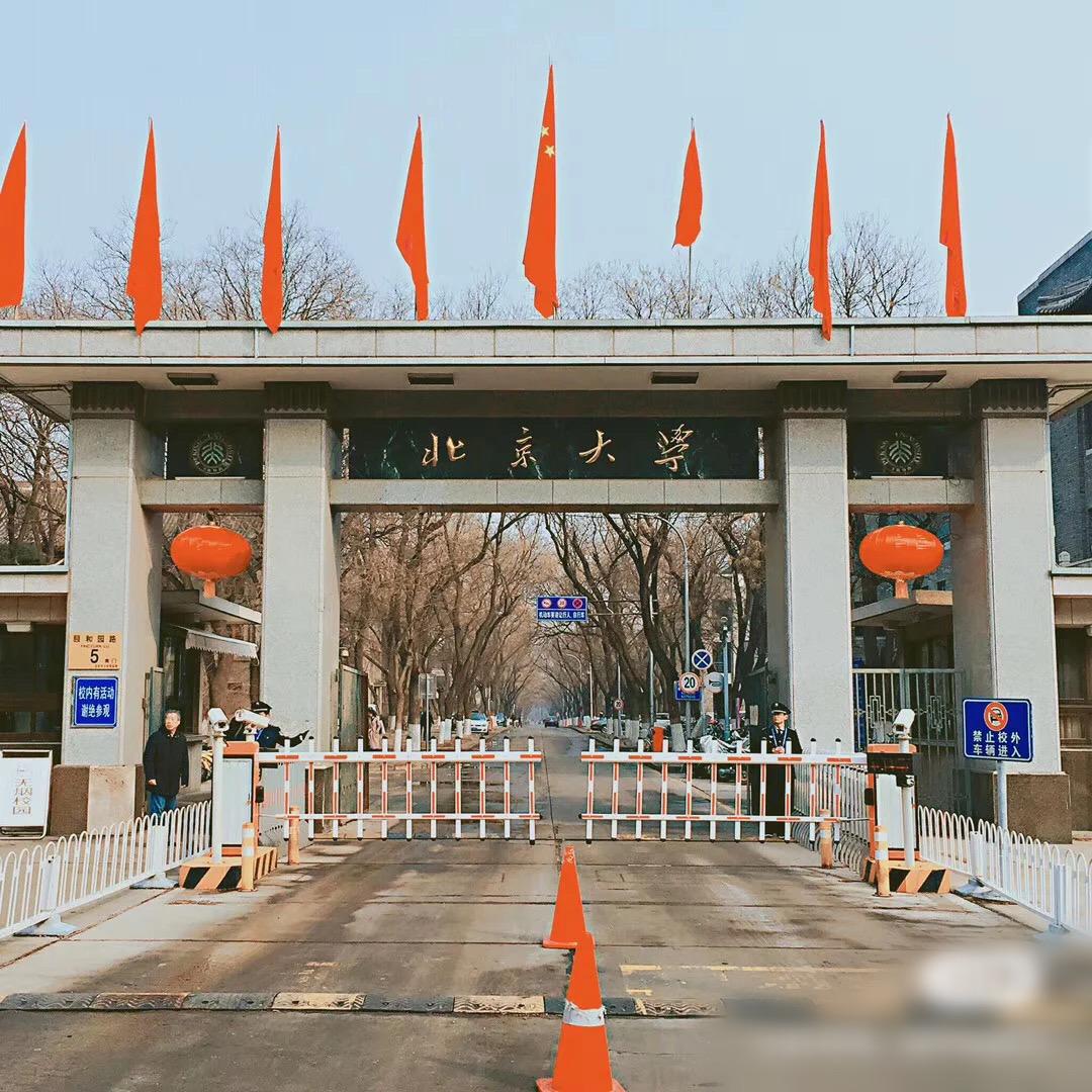 Từ nhân viên bảo vệ đến hiệu trưởng quốc dân: Chàng trai nghèo bỏ học giữa chừng tự tay viết nên vận mệnh khiến cả Trung Quốc ngưỡng mộ - Ảnh 3.