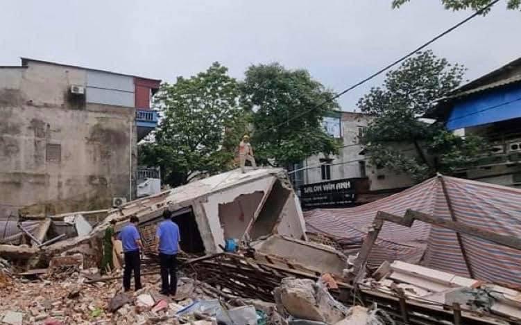 ẢNH: Cận cảnh hiện trường tan hoang vụ ngôi nhà 3 tầng đổ sập ở Lào Cai vì hàng xóm đào móng