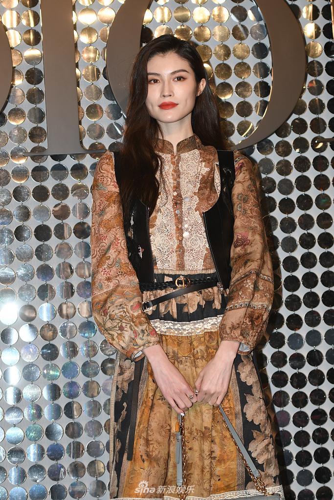 """Nàng """"Nguỵ Anh Lạc"""" lấn át cả Chương Tử Di hay """"con dâu sòng bài Macau"""" khi xuất hiện tại show Dior 2021 - Ảnh 7."""