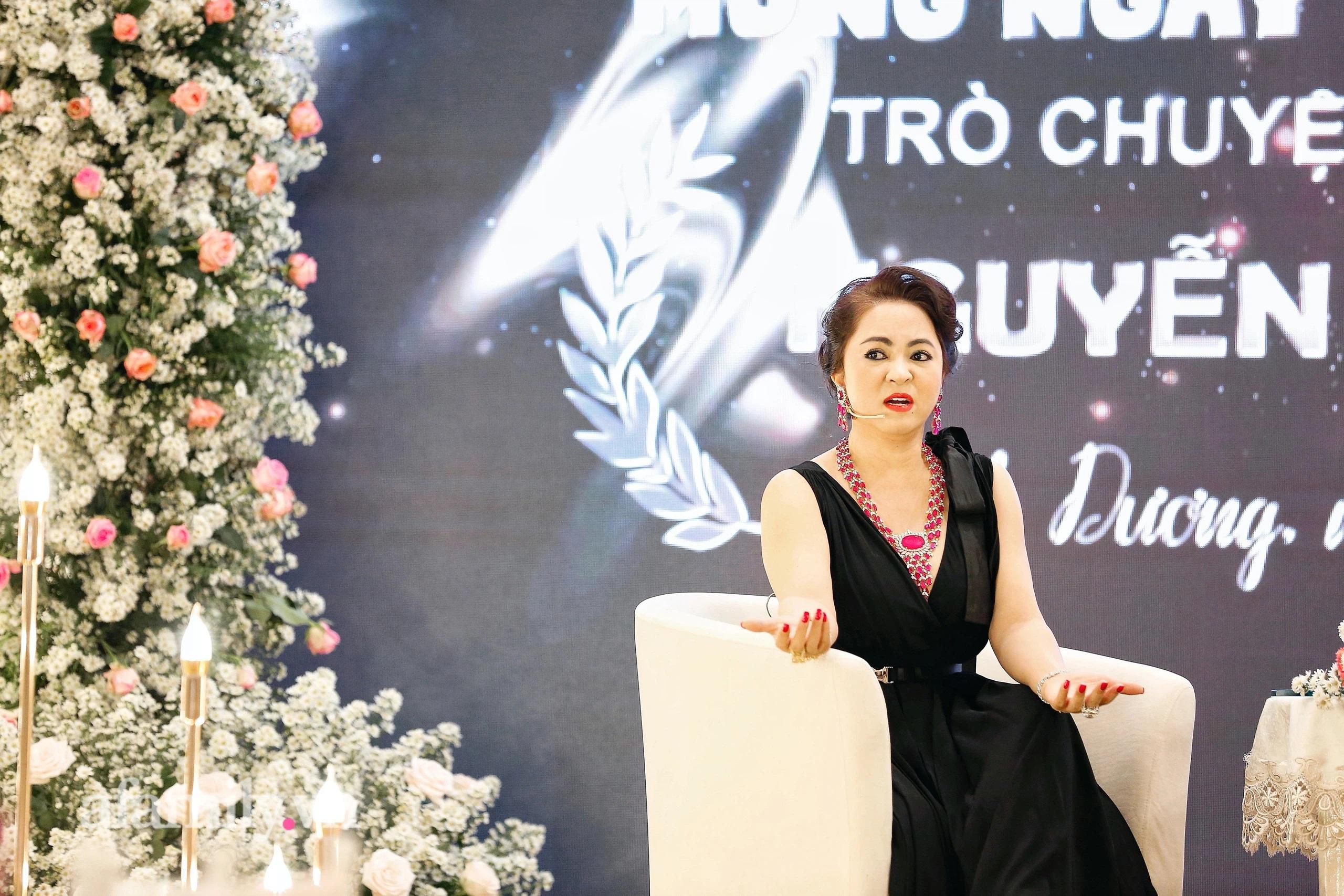"""Bà Phương Hằng - vợ Dũng """"lò vôi"""" khẳng định mình xa xỉ bậc nhất Việt Nam: """"Kim cương, sổ đỏ phải tính bằng ký, đi xe vài chục tỷ nhưng biết đủ!"""" - Ảnh 4."""