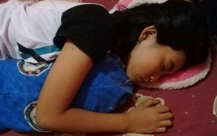 """Quá lo lắng vì con gái 16 tuổi ngủ li bì trong 7 ngày liên tục, bố mẹ """"vác"""" con đi khám rồi sững sờ khi biết con mắc hội chứng """"Công chúa ngủ trong rừng"""""""