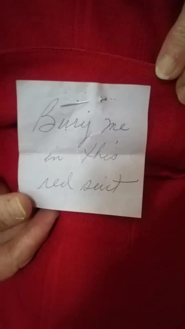 """Đi săn """"đồ xi"""", người phụ nữ tìm được mảnh giấy ghi chú, nội dung khiến dân mạng vừa buồn vừa rùng mình - Ảnh 2."""