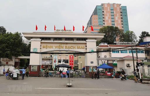 Lý do nào khiến gần 200 cán bộ nhân viên Bệnh viện Bạch Mai nghỉ việc - Ảnh 1.
