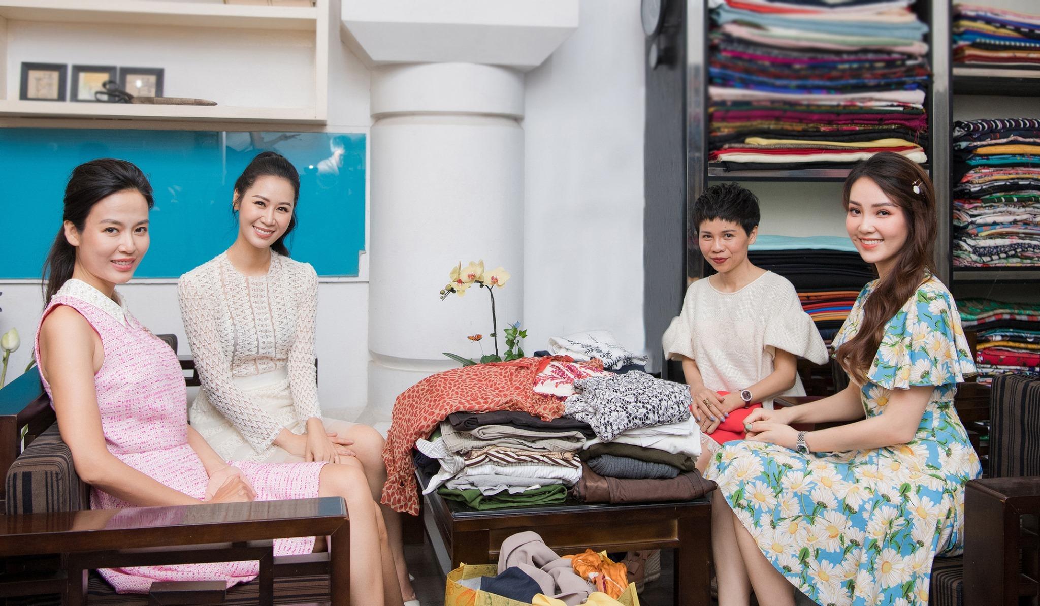 """Đã bắt trend cực đỉnh, """"cô em trendy"""" Khánh Linh còn mặc đồ tái chế chất đến ngỡ ngàng - Ảnh 2."""