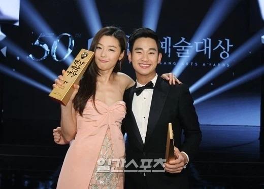 Knet đào lại bài phỏng vấn cũ của Kim Soo Hyun: Thú nhận từng yêu 9 người, làm rõ mối quan hệ với Jeon Ji Hyun - Suzy - Ảnh 3.