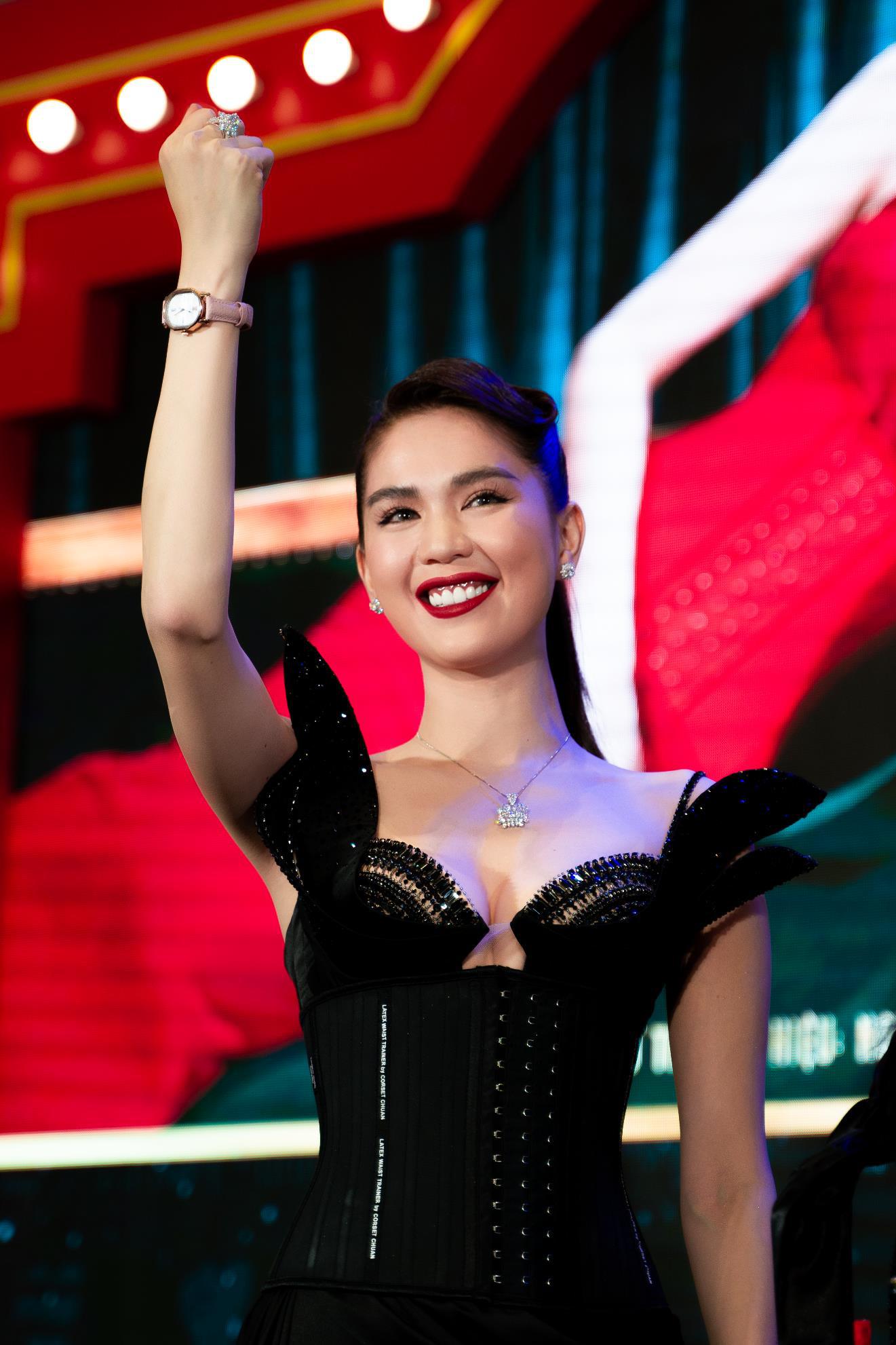 Ngọc Trinh và NTK Tiến Truyển lần đầu hợp tác cho ra đời những mẫu corset thời trang dành cho phái đẹp - Ảnh 3.