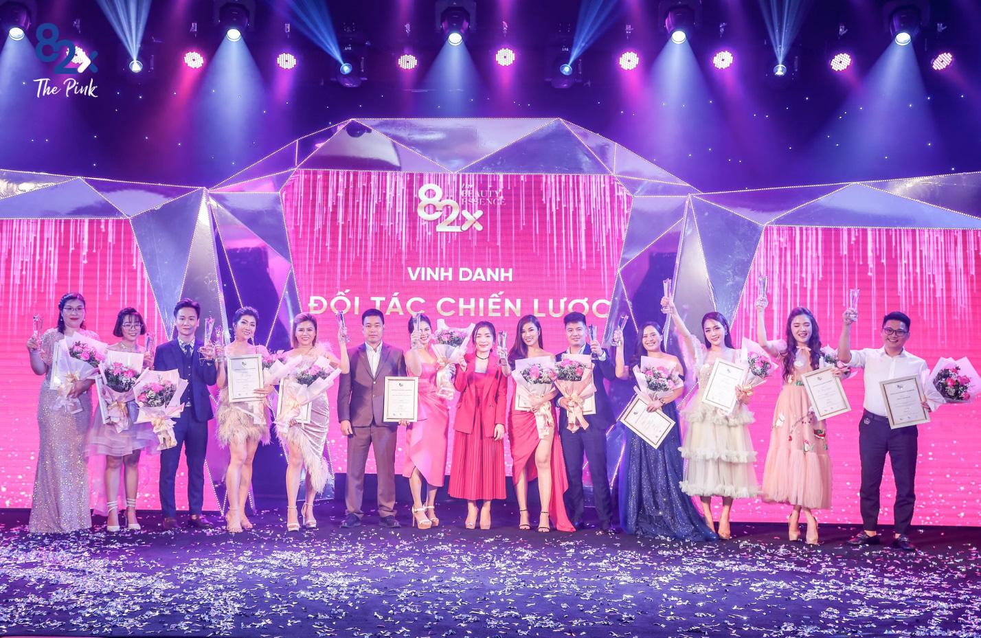 """82X The Pink Collagen - """"Cơn lốc màu hồng"""" trên thị trường làm đẹp Việt - Ảnh 7."""