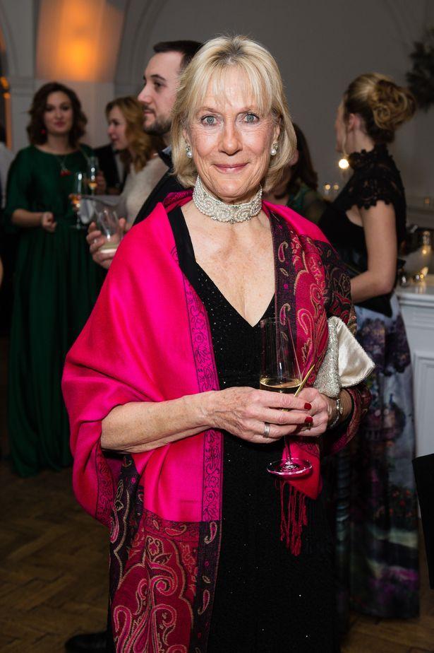 Người thân Nữ hoàng Anh công khai chỉ trích Meghan, nữ công tước muối mặt vát vớt tất cả bằng một tuyên bố mới - Ảnh 1.