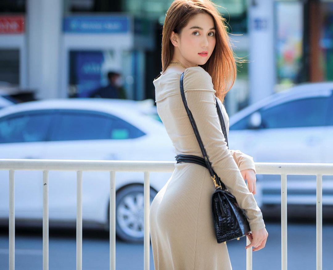 """Ngọc Trinh mặc đầm giống hệt Hà Tăng, nhưng chiếc thắt lưng lại hơi """"oan trái"""", ngọc nữ điện ảnh tuy gầy guộc nhưng - Ảnh 3."""