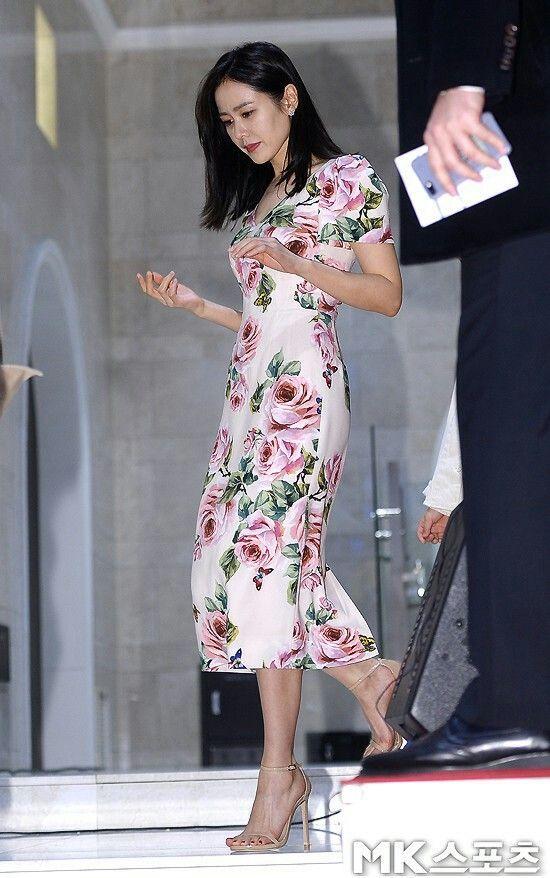 Từ trong phim ra ngoài đời, Son Ye Jin đều tích cực diện một mẫu váy siêu xinh tươi và trẻ trung - Ảnh 3.
