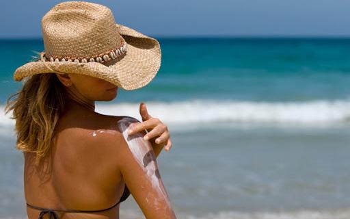 Đi du lịch biển: Chuyên gia nhắn nhủ cần tuân thủ quy trình chống nắng chặt chẽ trước sau nếu không muốn làn da bị cháy nắng, đen sạm và ung thư