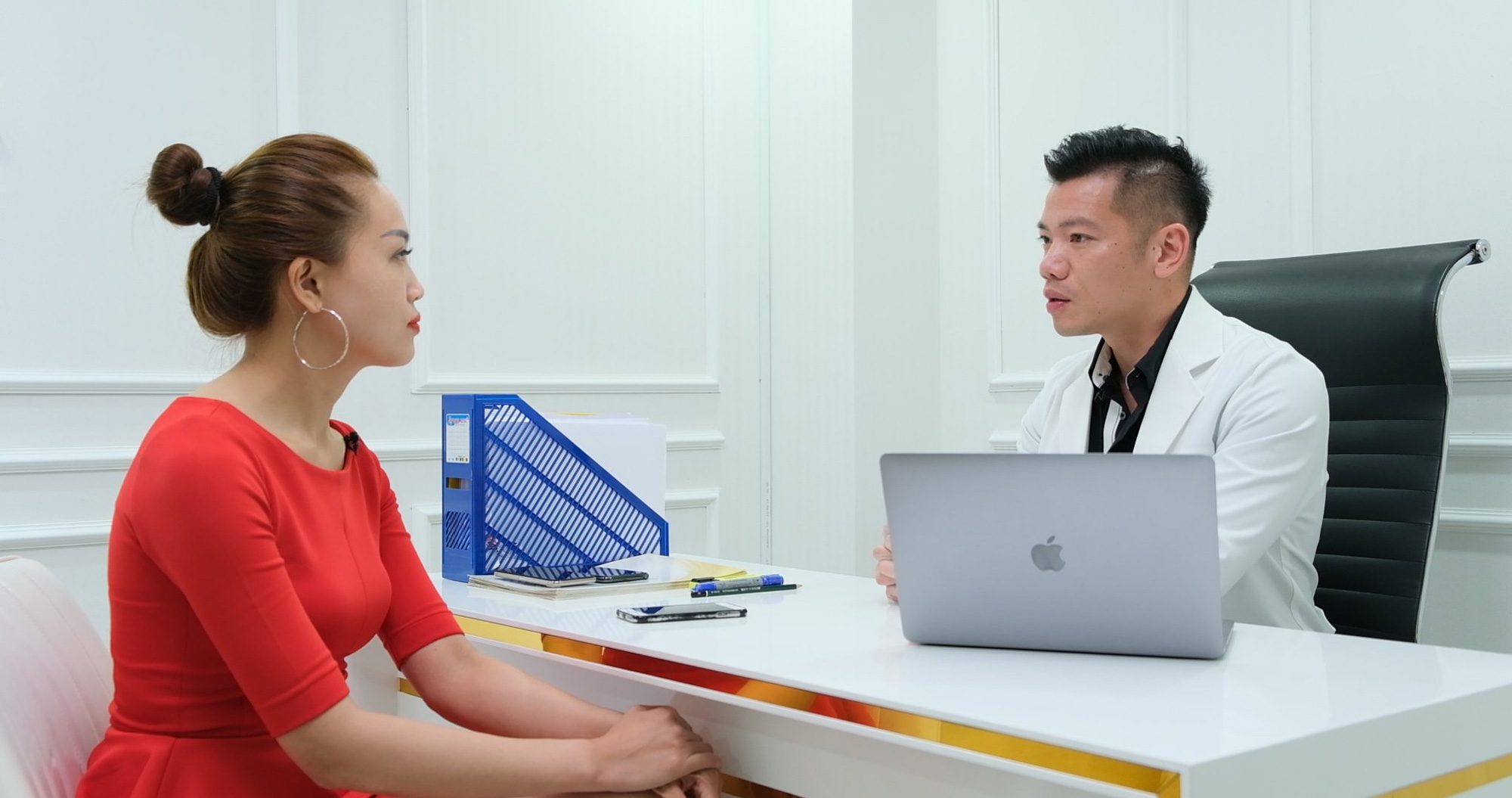 Bác sĩ Bùi Minh Việt và hành trình giúp phụ nữ Việt níu giữ tuổi xuân - Ảnh 2.