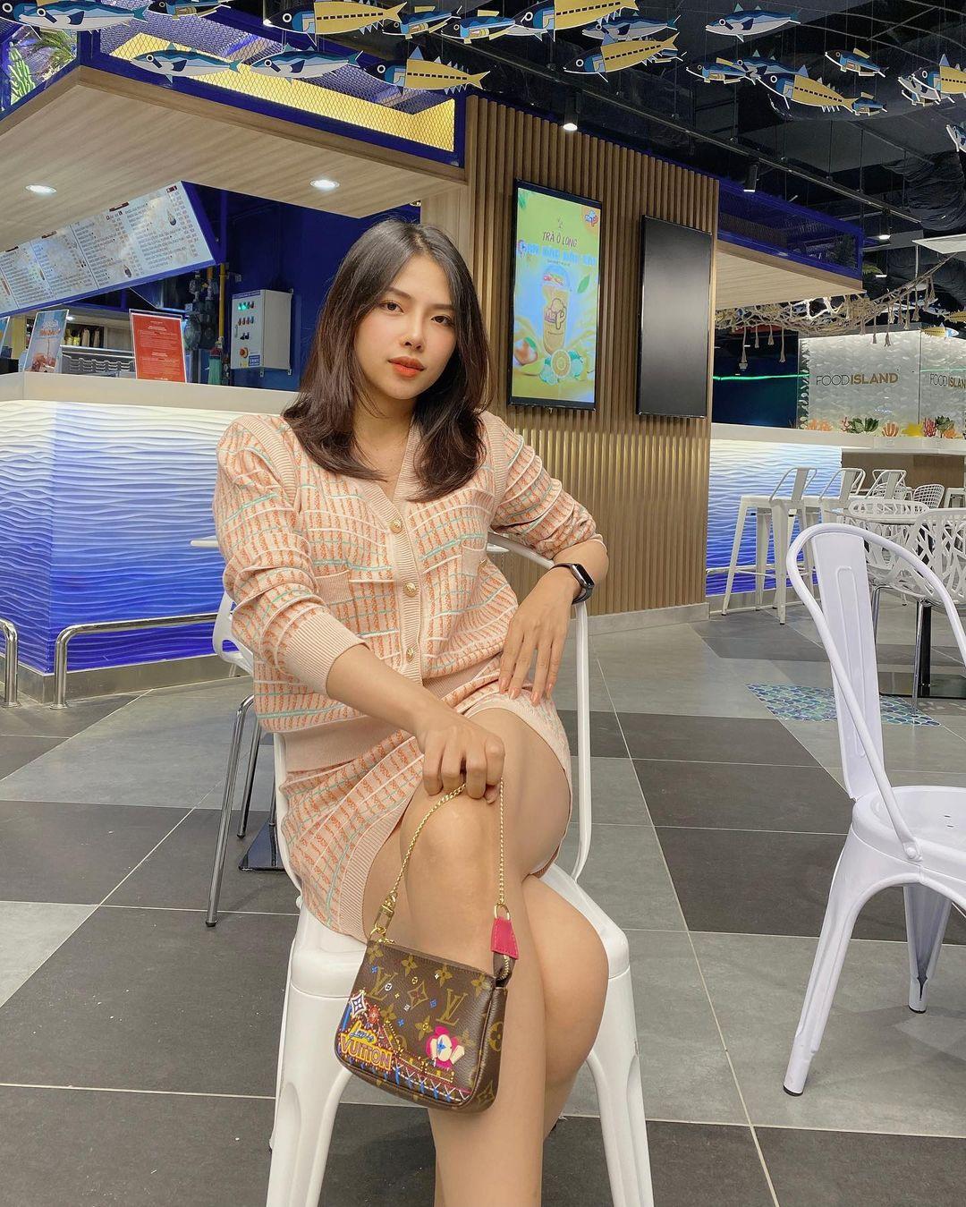 Lên cô dâu xinh đẹp xuất sắc, ngoài đời vợ của Phan Mạnh Quỳnh còn là quý cô hàng hiệu, mỗi ngày diện một chiếc túi xa xỉ đụng hàng cả dàn sao Vbiz - Ảnh 10.