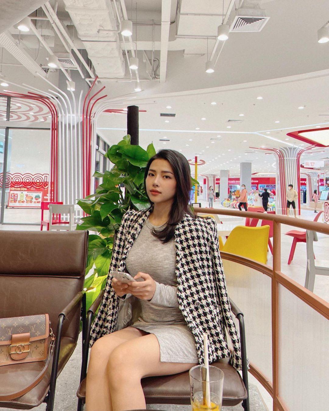 Lên cô dâu xinh đẹp xuất sắc, ngoài đời thường vợ của Phan Mạnh Quỳnh còn là quý cô hàng hiệu, mỗi ngày diện một chiếc túi xa xỉ đụng hàng cả dàn sao Vbiz - Ảnh 7.