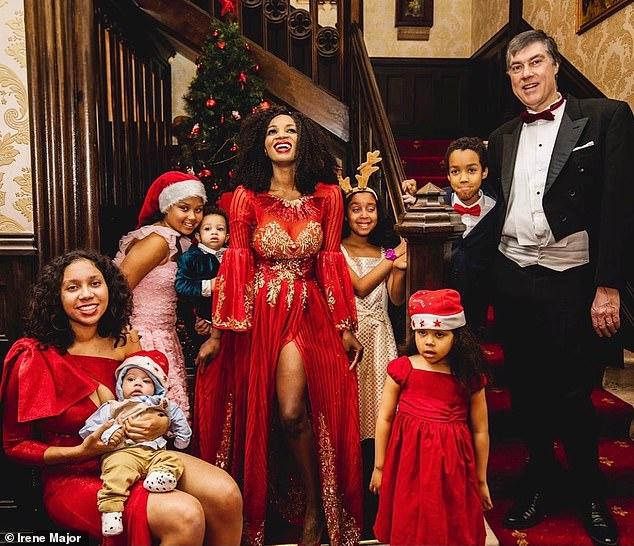 """Tự tin khoe ảnh nude trên tạp chí sau khi sinh liền 8 đứa con, vợ của ông trùm dầu mỏ tiết lộ bí quyết giữ dáng """"đỉnh của chóp"""" - Ảnh 5."""