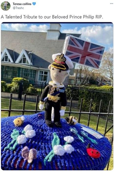 Không được dự trực tiếp, người dân nước Anh thể hiện lòng thành kính với Hoàng tế Philip theo cách riêng của mình, từ ở nhà, sân bóng, cho đến quán rượu - Ảnh 13.