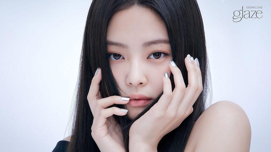 Jennie vừa khoe mẫu nail mới đã cháy hàng ngay lập tức, có gì hot mà netizen phát cuồng đến thế? - Ảnh 1.