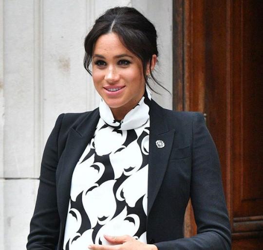 Không về dự tang lễ, Meghan từ Mỹ gửi tặng vòng hoa cho Hoàng tế Philip, đặc biệt còn kèm bức thư viết tay  - Ảnh 3.