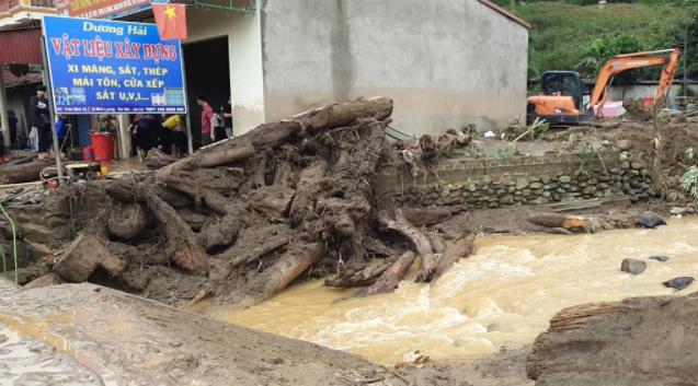 Hiện trường tan hoang sau vụ lũ ống lịch sử càn quét làm 3 người tử vong ở Lào Cai - Ảnh 1.