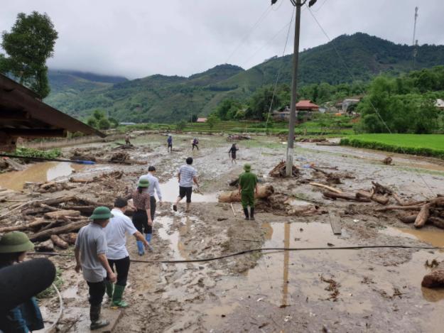Hiện trường tan hoang sau vụ lũ ống lịch sử càn quét làm 3 người tử vong ở Lào Cai - Ảnh 8.