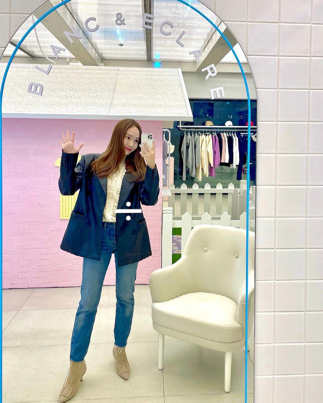 Check nhanh 9 cách diện áo blouse đẹp mê từ sao Hàn, đang bí ý tưởng lên đồ quẩy cuối tuần thì xem ngay! - Ảnh 3.