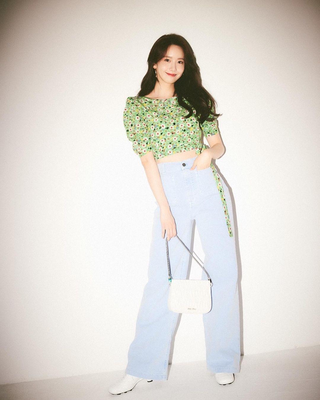 Check nhanh 9 cách diện áo blouse đẹp mê từ sao Hàn, đang bí ý tưởng lên đồ quẩy cuối tuần thì xem ngay! - Ảnh 1.